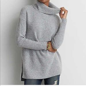 American Eagle Gray Turtleneck size medium